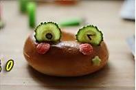青蛙贝果猪扒三文治的做法图解2