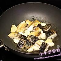 大蒜炖鱼的做法图解2