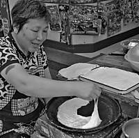 雁荡山著名小吃---麦油煎(卷筒煎饼)的做法的做法图解1