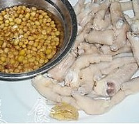 黄豆焖鸡脚的做法图解2