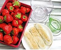 草莓牛舌酥的做法图解1