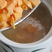 亲,你还在为便秘抓狂么:糙米红薯粥的做法图解5