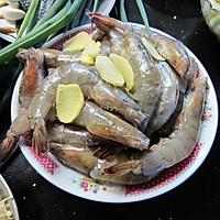吮着手指吃的——油焖大虾的做法图解1