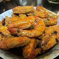 吮着手指吃的——油焖大虾的做法图解2