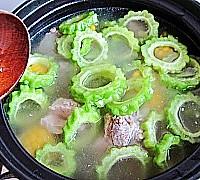 苦瓜玉米排骨汤的做法图解10