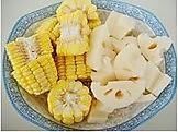 玉米莲藕排骨汤的做法图解1