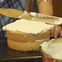奶油蛋糕简易抹平方法的做法图解5