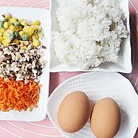 海绵宝宝蛋包饭的做法图解1