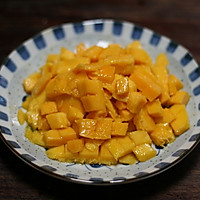 电饭煲做芒果戚风蛋糕——给妈妈的爱的做法图解2