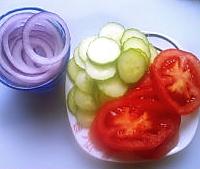 番茄鲜蔬沙拉的做法图解1