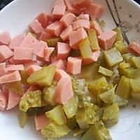 酸黄瓜鸡蛋饼的做法图解1