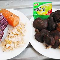红蘑虾皮玉米汤的做法图解1