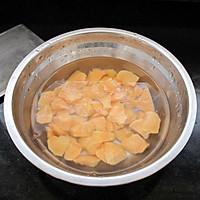 亲,你还在为便秘抓狂么:糙米红薯粥的做法图解2