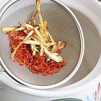 女人血虚月经失调的食疗粥:丹归红花糯米粥的做法图解2