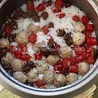 电饭煲简易煲仔饭:腊味贡丸煲仔饭 的做法图解3