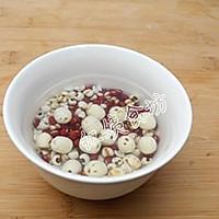 薏米红豆莲子粥的做法图解1