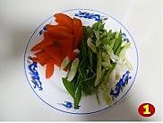 青蒜胡萝卜炒鸭血的做法图解2