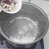 薏米红豆莲子粥的做法图解3