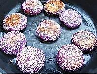 香煎芝麻紫薯饼的做法图解4