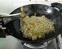 油豆腐炒豆芽的做法图解5