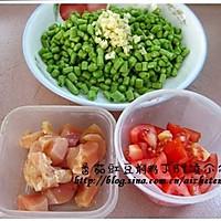 茄汁豇豆闷鸡丁的做法图解1