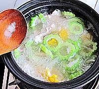 苦瓜玉米排骨汤的做法图解14