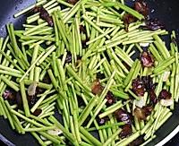芦蒿炒腊肉的做法图解6