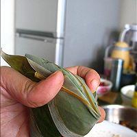 嗜肉族最爱的【咸蛋黄五花肉粽】的做法图解19